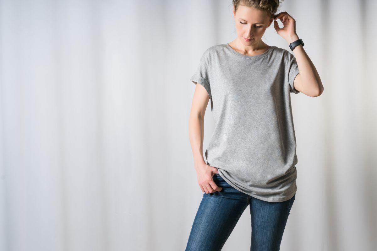 Koszulka basic t-shirt – podstawa w szafie każdej kobiety