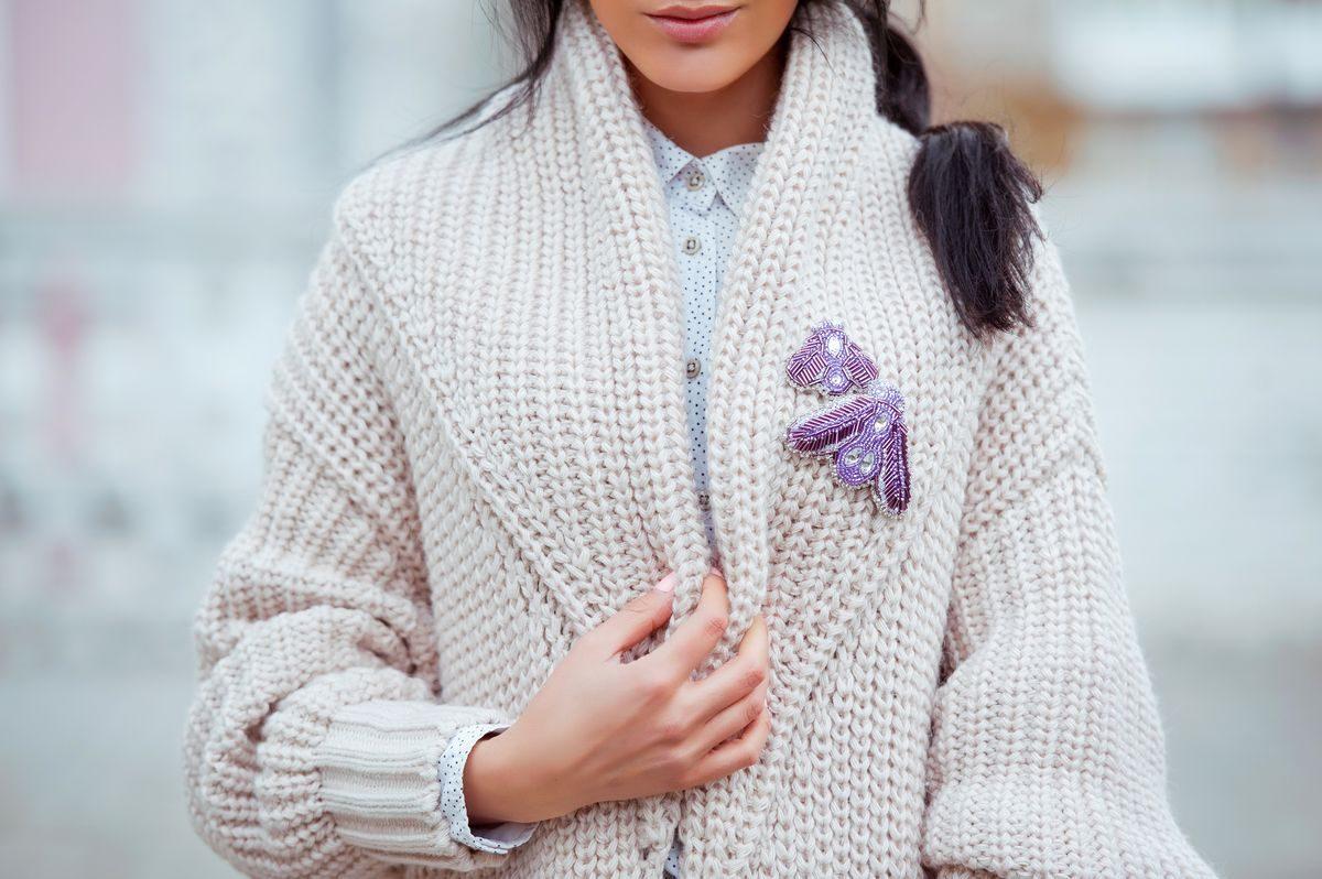 Sweter i koszula – zaurocz go na wiosnę