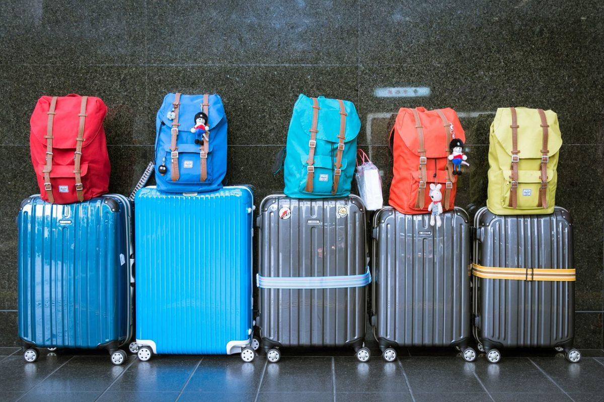 Jesteś w trakcie pakowania na wakacje siebie i Twojej rodziny? Zapoznaj się z naszą listą niezbędnych rzeczy i ciesz się urlopem!